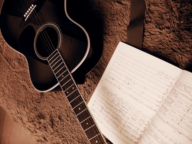 ギター初心者でも簡単コードで弾ける練習曲9選|正しい押さえ方も