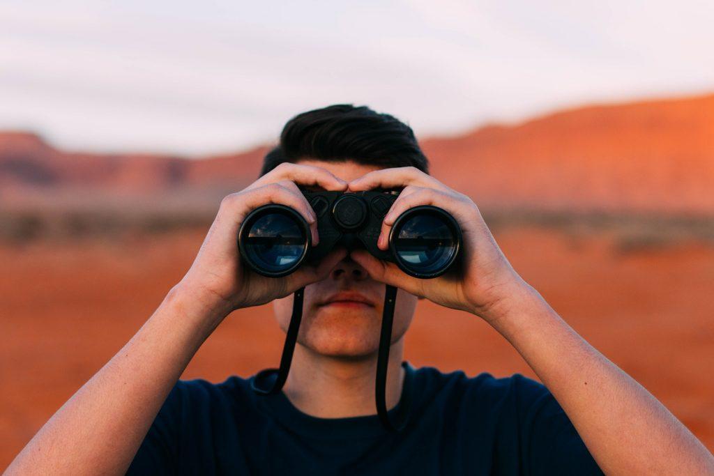 双眼鏡のレンタルサービス3社の特徴とサービス内容を徹底比較!