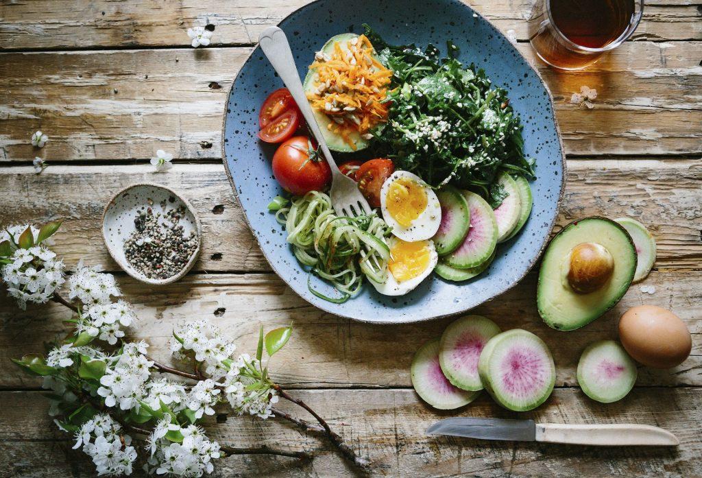 家庭菜園で作った野菜でおいしい料理を作る!調理家電を使ったレシピ付き