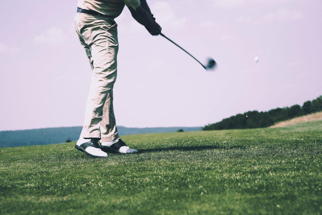 初心者向けゴルフレッスンおすすめ7選|ゴルフスクールの選び方も紹介