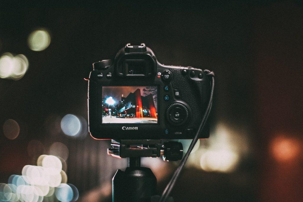人気YouTuber使用カメラを紹介!動画撮影に最適のカメラ
