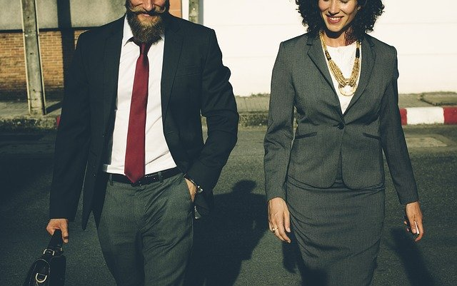 初出勤の服装とは?社会人からバイトの服装まで徹底解説