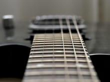 エレキギターの弦を選び方を徹底解説!素材・太さ・巻き方がポイント