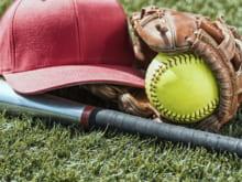 ソフトボールのルール|ポジションや用具別・野球との違いも解説