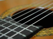 クラシックギターの弦のおすすめ8選|選び方も解説