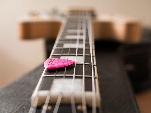 【初心者必読】ギターピックの種類と違いを徹底解説-選び方や定番も紹介