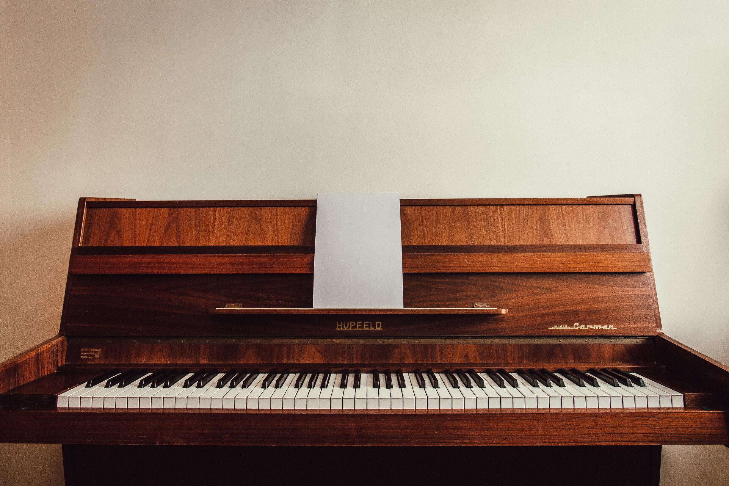 ピアノと電子ピアノを融合した最近話題のハイブリッドピアノとは?