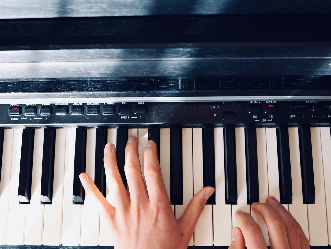 弾け ピアノ ない 両手