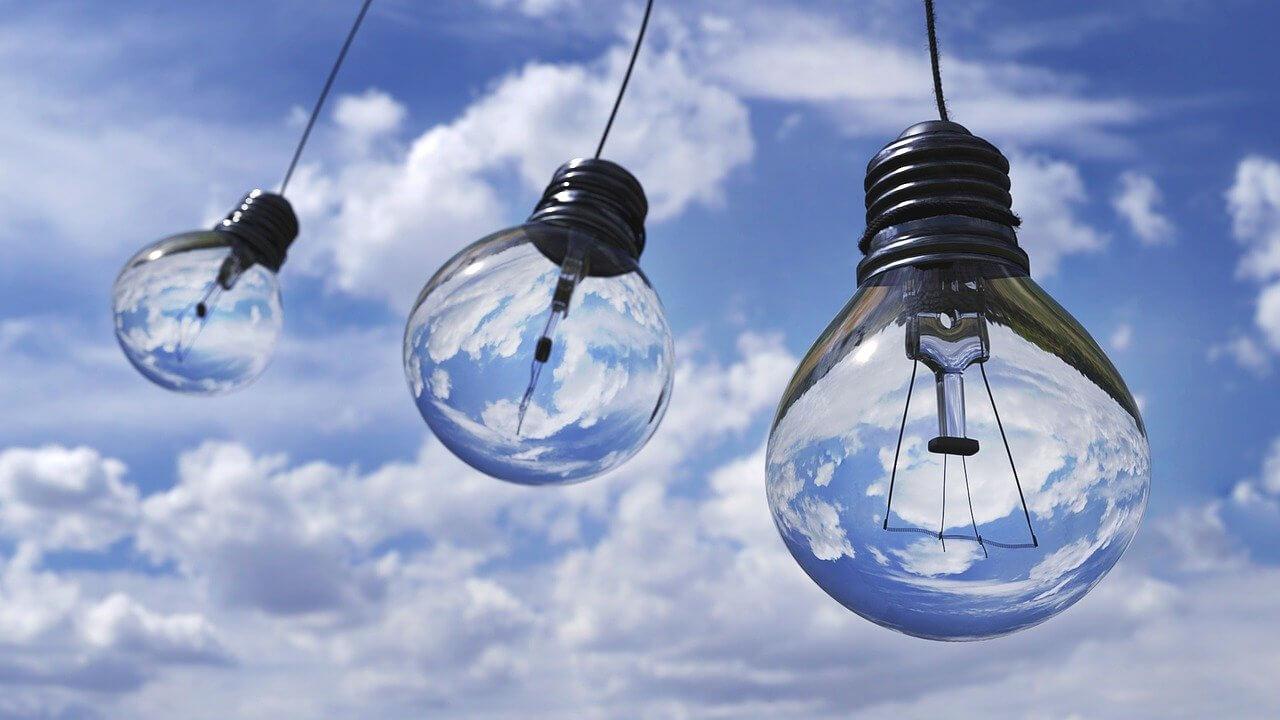 テレワークでかかる電気代の目安は?電気代の節約方法もご紹介