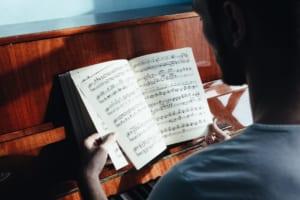 ピアノの指番号を解説|指使いの基本と運指の練習方法も紹介