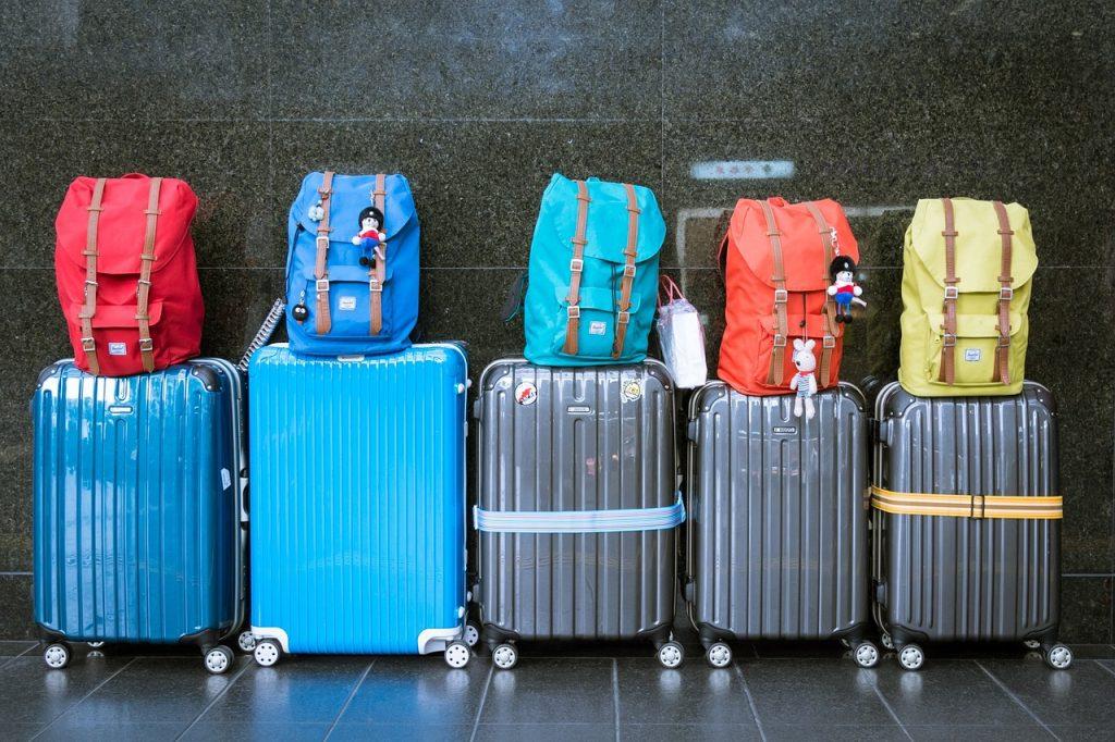 c42dcdfc1e スーツケースの選び方 サイズ・材質・おすすめメーカー. 出張や旅行に欠かせない ...