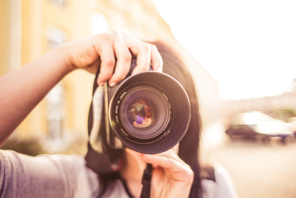 初心者や女子に人気のカメラ5選!一眼レフ・ミラーレスの選び方 | ビギナーズ