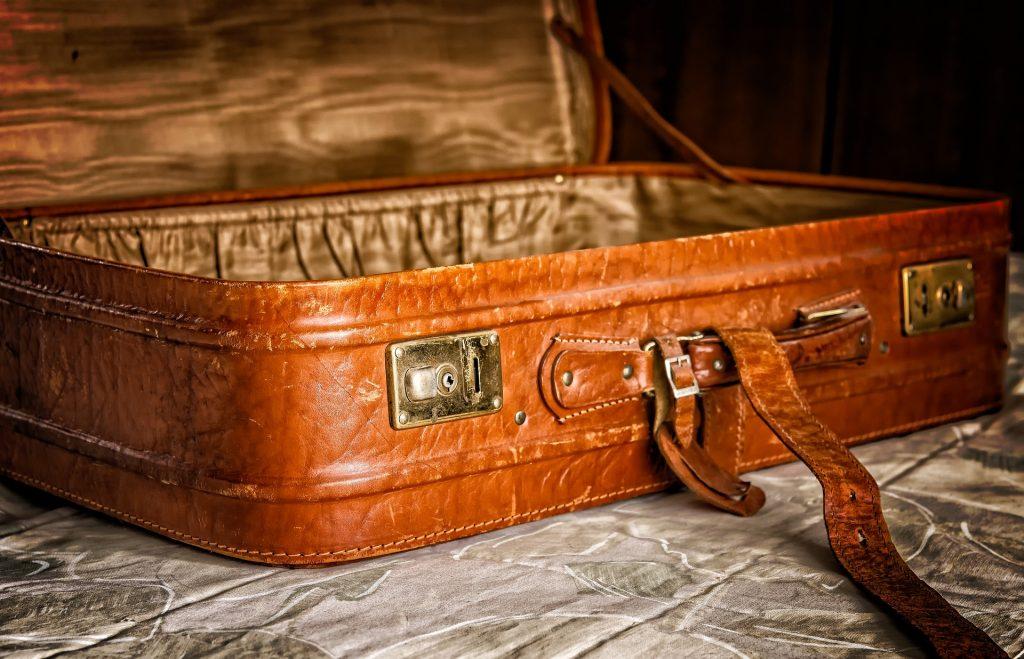 d066a91886 使わない時のスーツケースの悩みを解決! 7つのアイディア | ビギナーズ