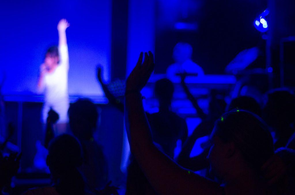 学園祭・文化祭ライブで盛り上がるバンド曲は?ライブ成功のコツまとめ