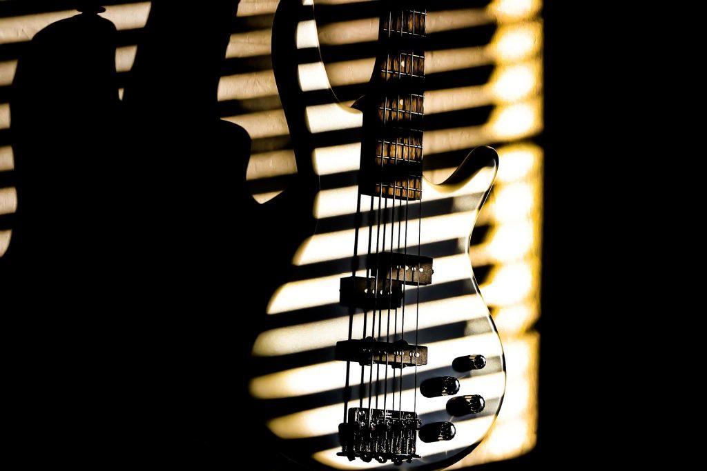 ベースストラップおすすめ11選|ギター用との違い・調節方法解説