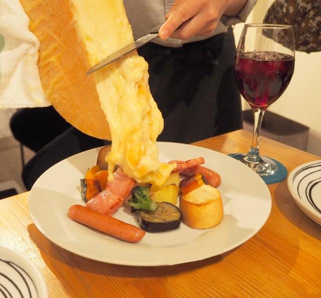 東京で人気のラクレットチーズが楽しめるお店6選!とろ~りたまらない!